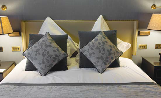 housekeeping hotel bed linens laundry